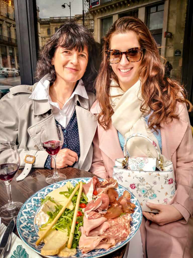 A weekend in Paris - Bettina and her mom enjoying an apero